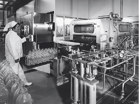 A bottle washing system in the St. Wendel plant.